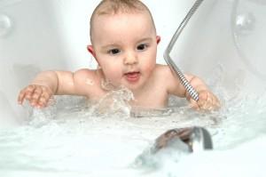 Beneficios del baño para el bebé