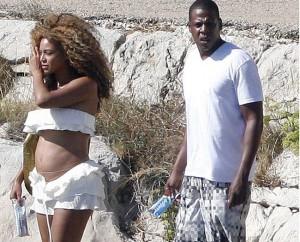 Beyoncé luce tripita de embarazada en Croacia