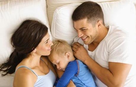 Niños que duermen con sus padres sufren menos sobrepeso ...