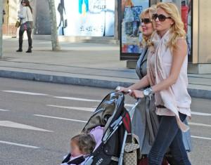 Carolina Cerezuela, tarde de compras con su hija