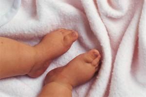 bebe-descalzo-300x2001.jpg
