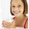 Beber agua disminuye el riesgo de sobrepeso en los niños