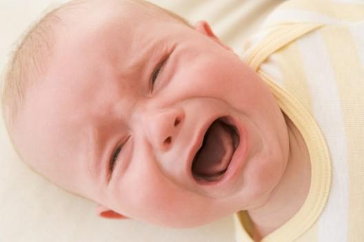 Según el motivo del llanto los bebés mantienen los ojos abiertos o cerrados