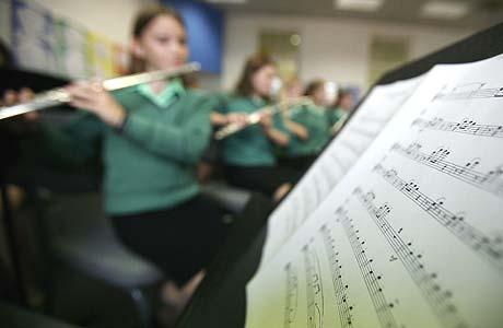 Aprender música a edades tempranas mejora el desarrollo cerebral