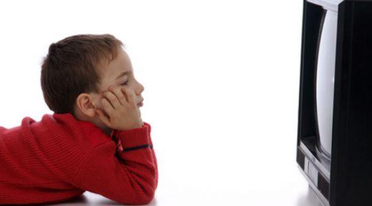 Los niños prefieren mirar tv a jugar