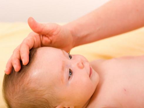 Cómo prevenir la «cabeza chata» en los bebés