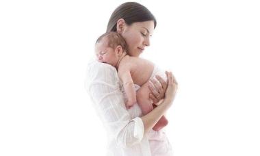 Los bebés son capaces de saber cuando la madre va a abrazarlos