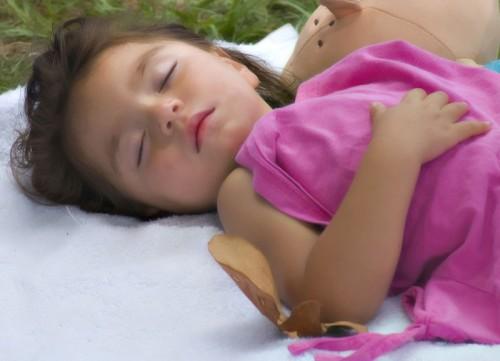 ¿Qué hacer para que los niños duerman siesta en verano?