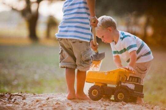 Obligar a los niños a compartir los juguetes afectaría su conducta social
