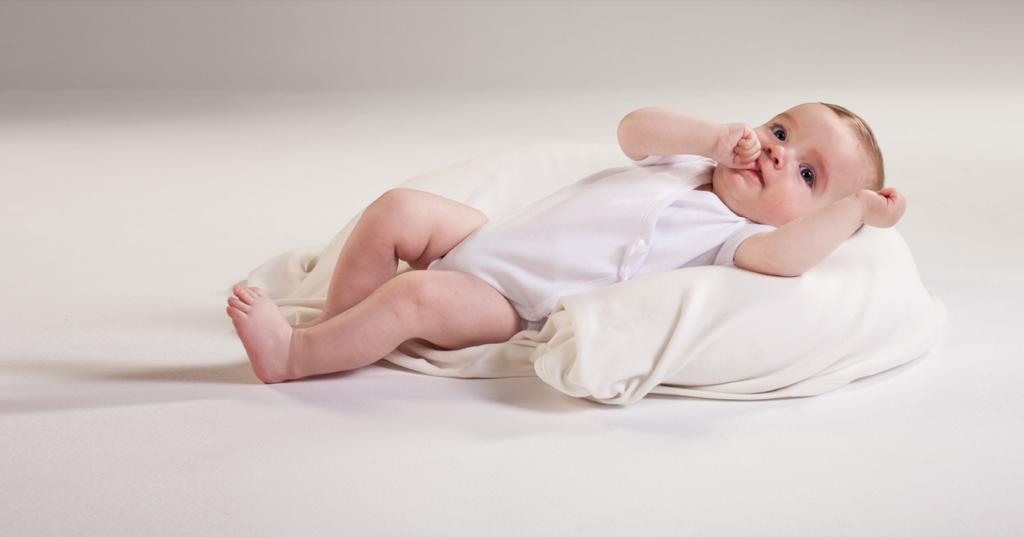 Crean «calcetín inteligente» para controlar la salud del bebé