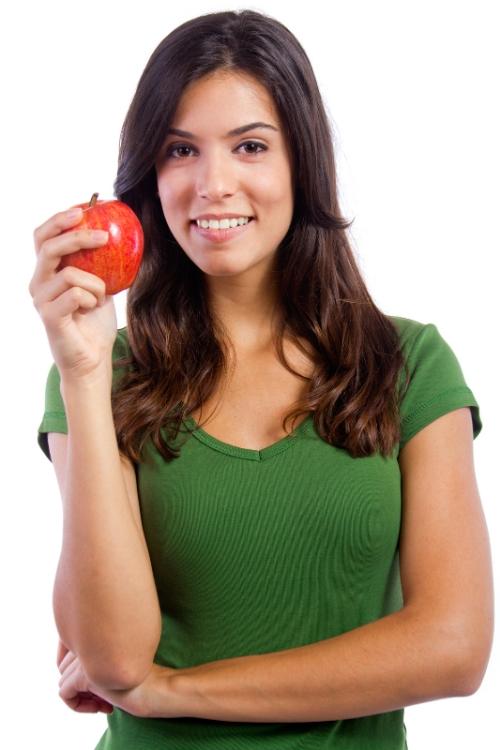 mujer con manzana